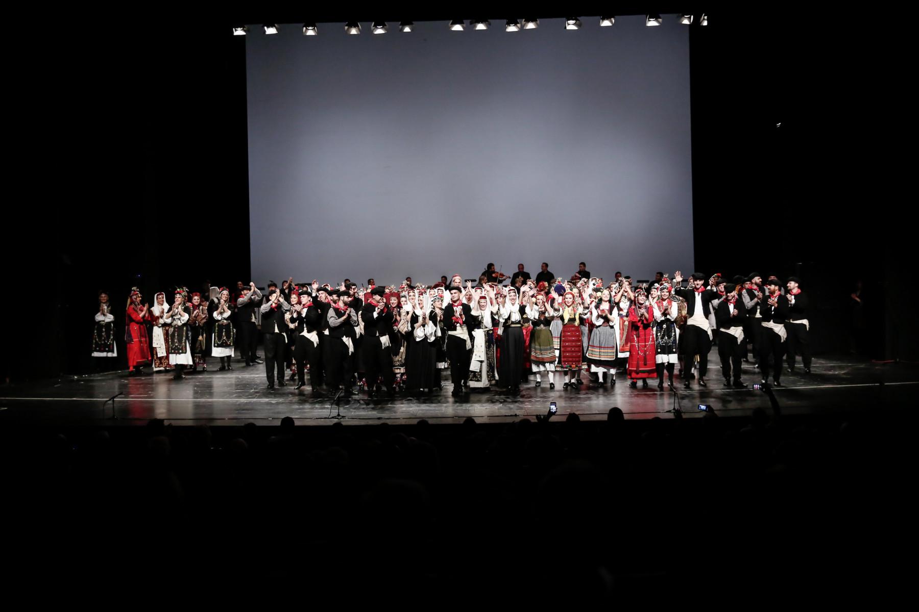 Από την κορυφαία παράσταση του Λυκείου Ελληνίδων Λάρισας στο Μέγαρο Μουσικής Αθηνών