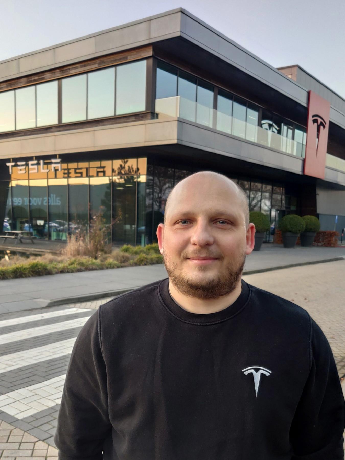 Ο κ. Ιωάννης Παληογιάννης είναι στέλεχος της Tesla