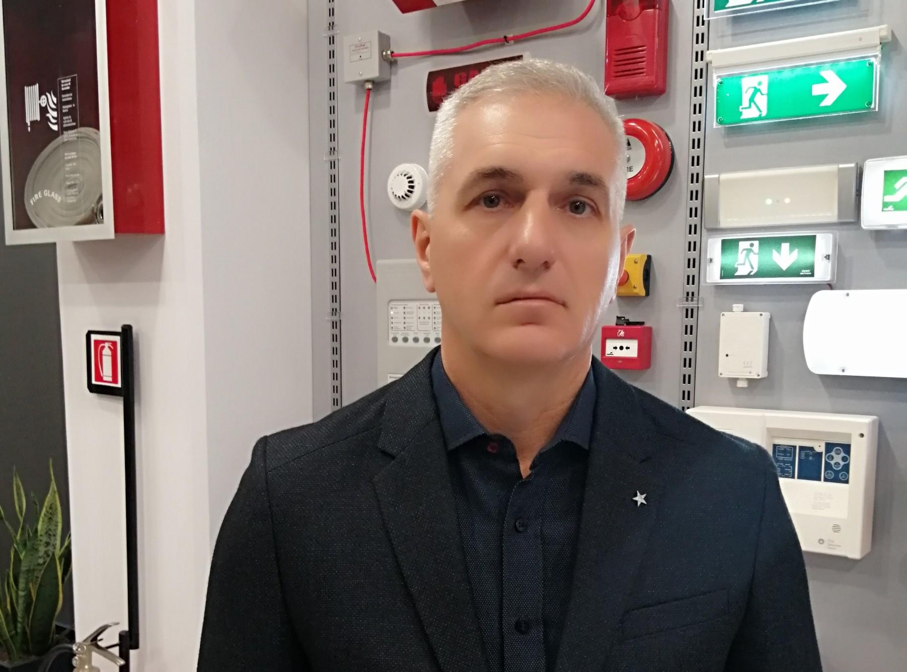 Ο κ. Θωμάς Χαρίτος είναι επιχειρηματίας, ιδιοκτήτης εταιρίας πυρόσβεσης