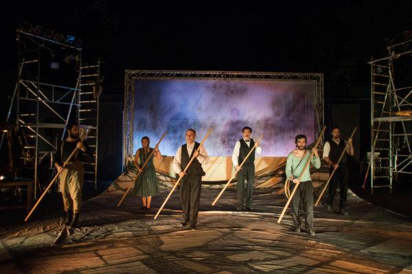 Θεσσαλικό Θέατρο, από την παραγωγή του «Το χώμα βάφτηκε κόκκινο»