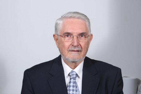 O κ. Φώτης Γραβάνης είναι Ομότιμος Καθηγητής Φυτοπροστασίας του πρώην Τ.Ε.Ι. Θεσσαλίας (νυν Πανεπιστήμιο Θεσσαλίας)