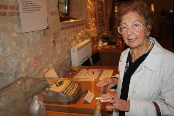 Η Πόπη Βακάλη στο Μουσείο Εθνικής Αντίστασης. Φωτ. αρχείου larissanet
